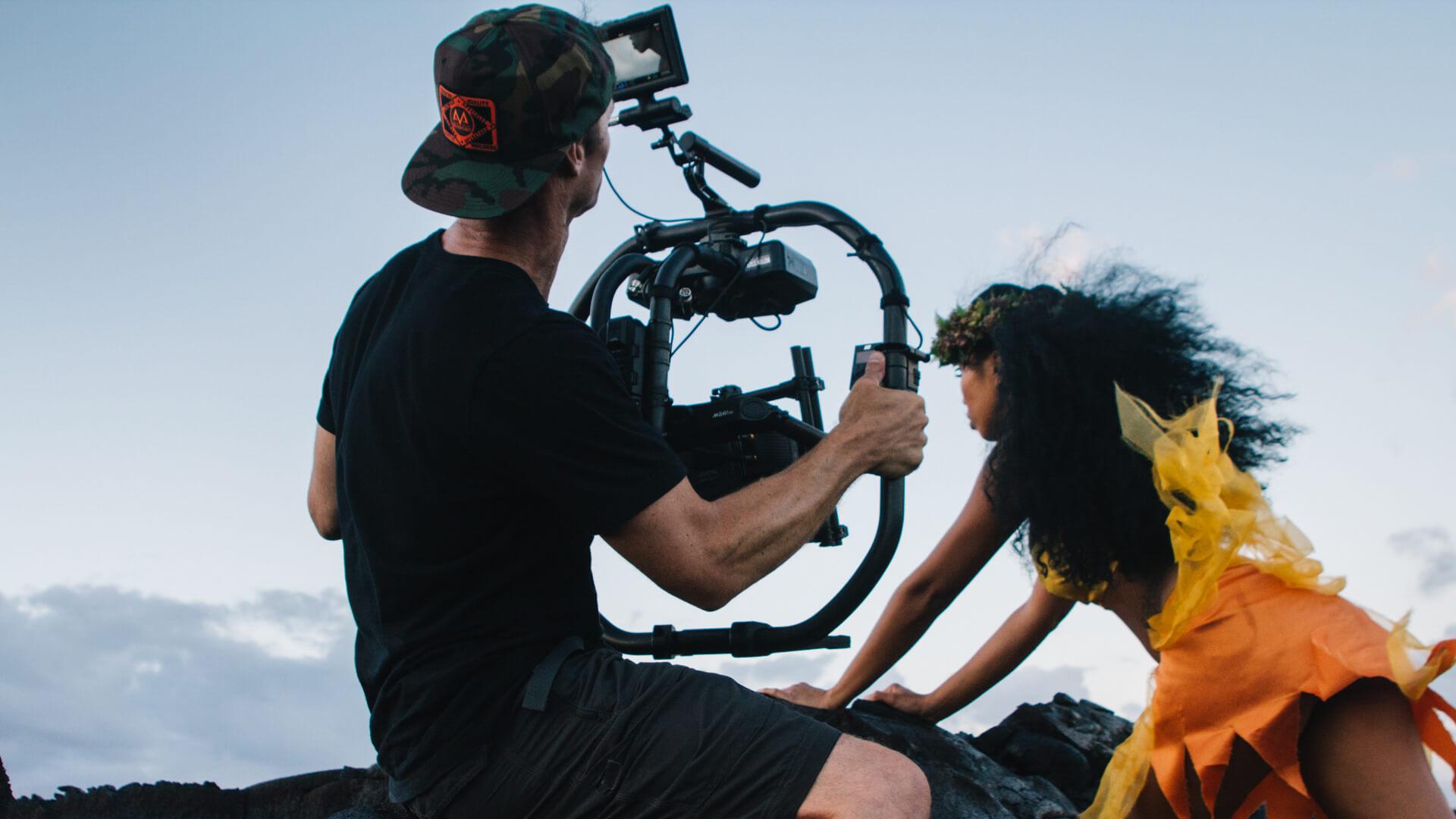 cinematographer-dp-sam-nuttmann-hawaii-ordinary-people-movi-operator-on-lava-rock